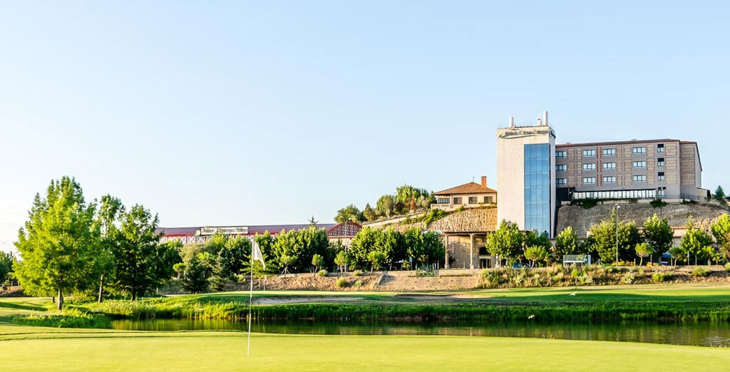 Ven a este resort a practicar golf o pádel
