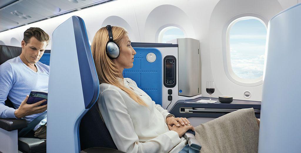 Viaja en Business con todas las facilidades, incluyendo un sistema de entretenimiento con pantalla 17