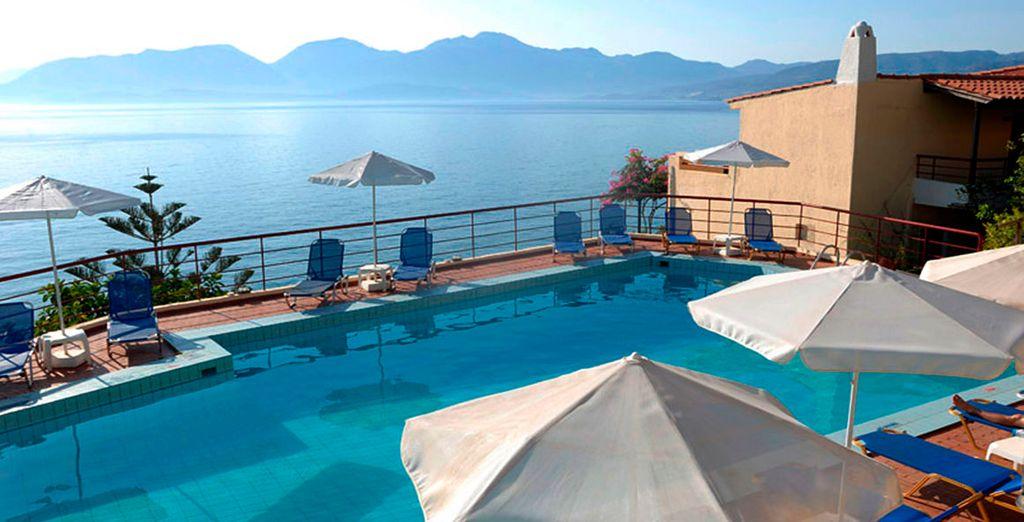 Increíbles vistas al mar desde la piscina