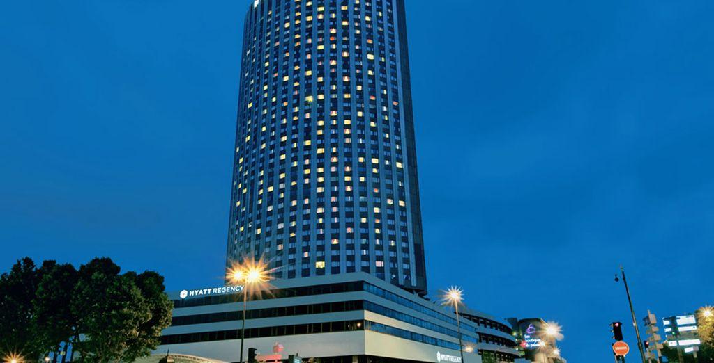 El Hyatt Regency Paris Etoile está ubicado a 1 km del Arco del Triunfo y de los famosos Campos Elíseos