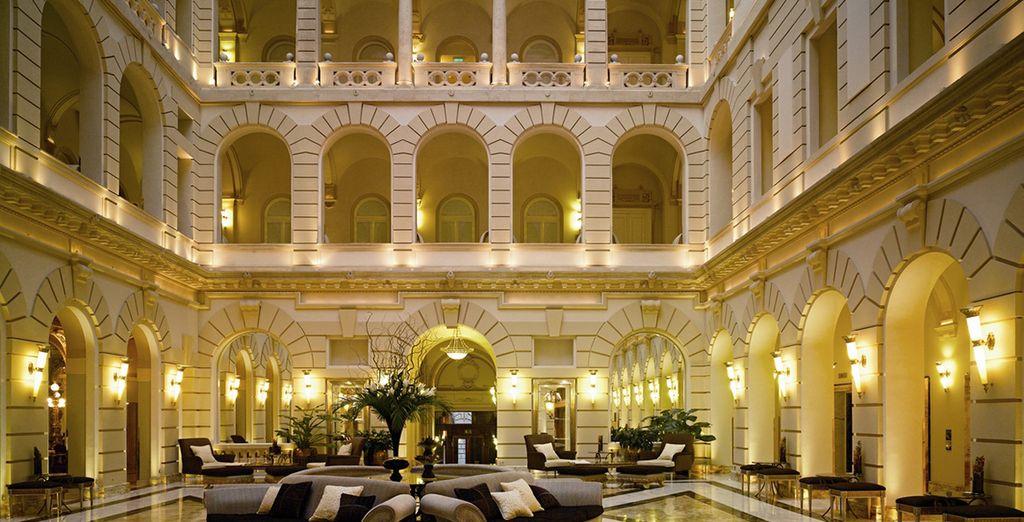 Elegante y lujoso edificio del siglo XIX situado en el centro de la ciudad