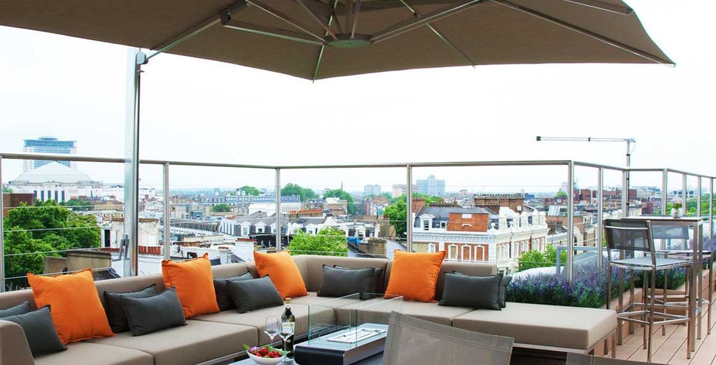 Disfrute de la terraza tomándose una bebida