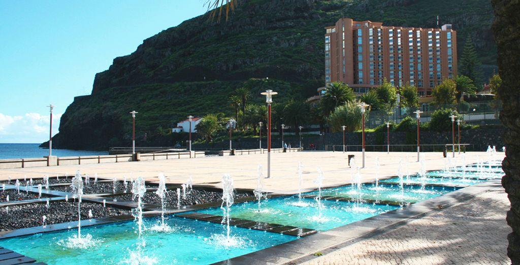 El hotel se ubica en la bahía de Machico