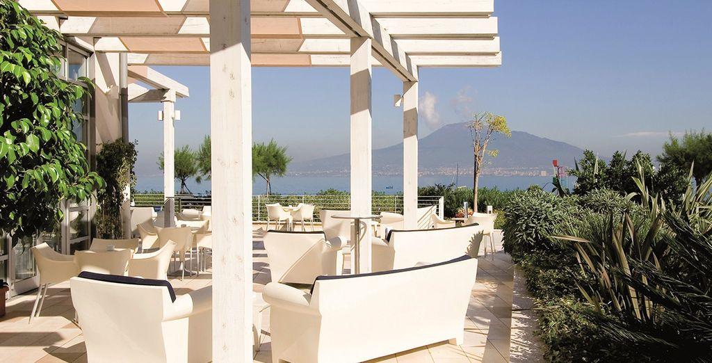 Contemple las mariavillosas vistas a la Campania desde su terraza