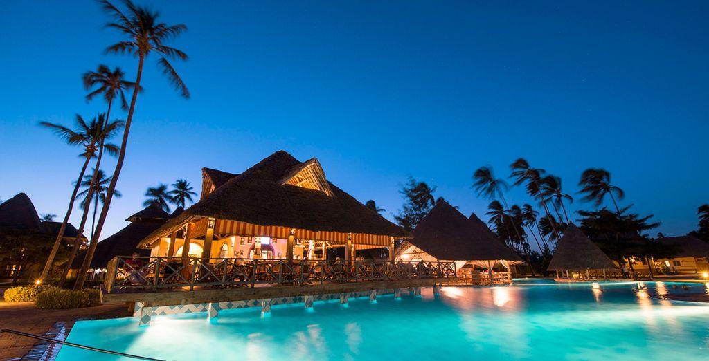 El resort tiene 2 piscinas de agua dulce y jardín tropical