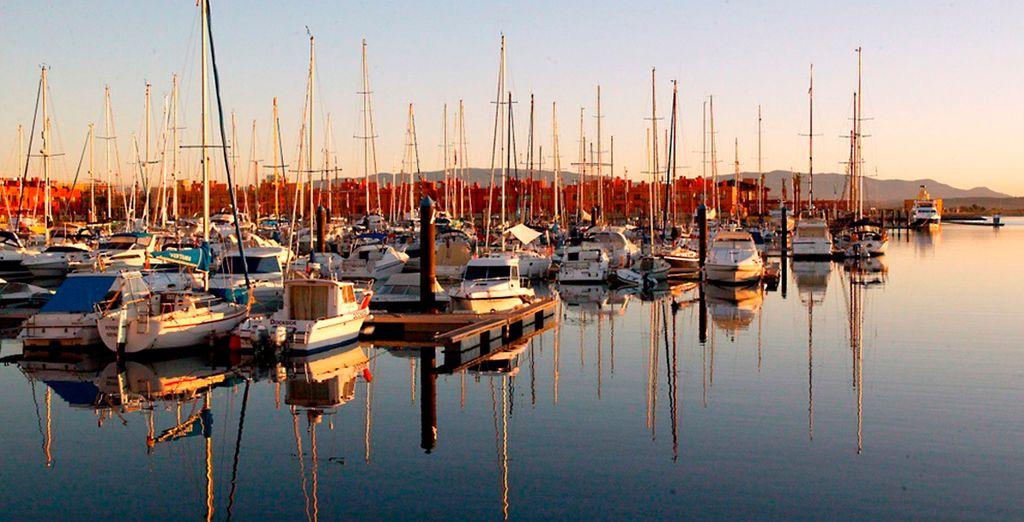 Disfrute de un paseo por el puerto