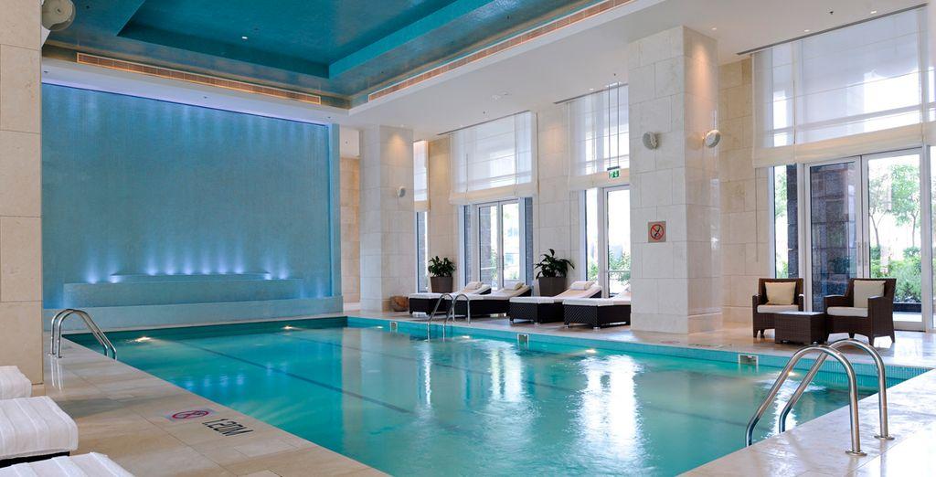 Disfrute de su piscina interior climatizada
