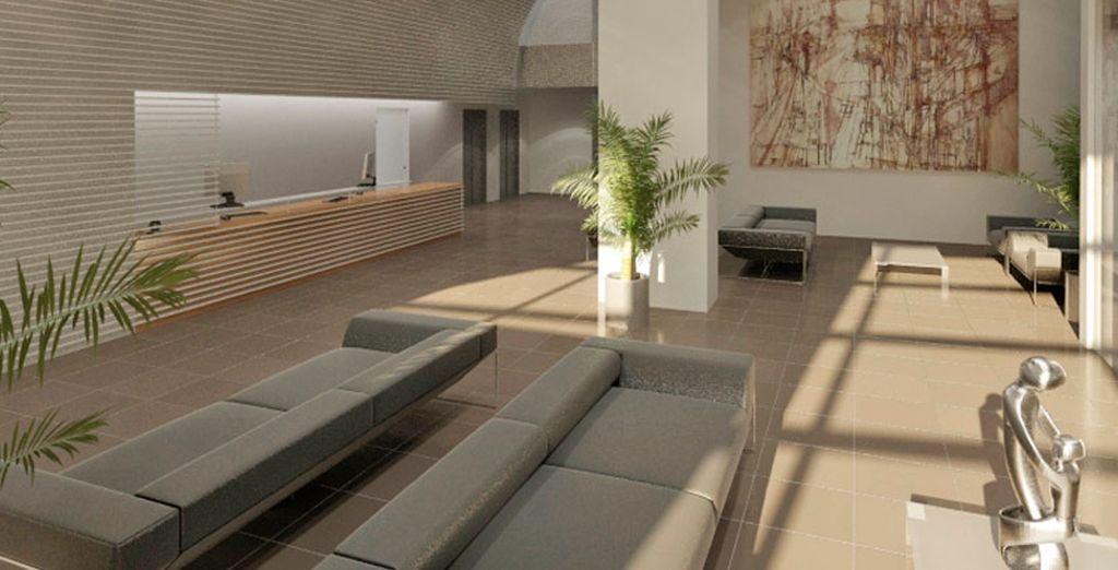 Elegantes interiores con arte moderno