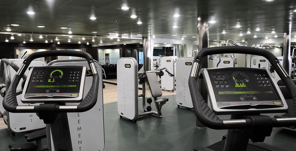También dispone de un gimnasio con máquinas de última tecnología