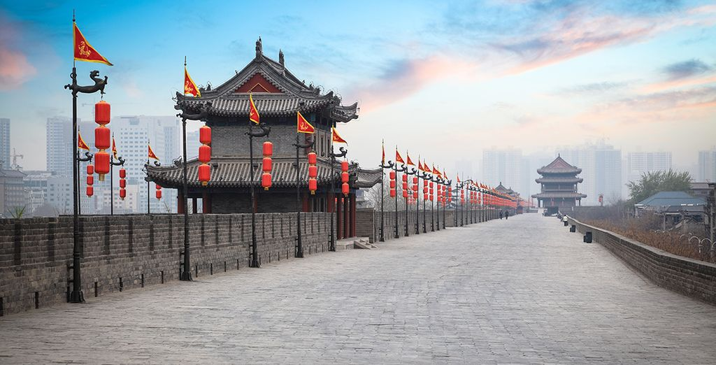 Passee por la vieja muralla de Xian al atardecer