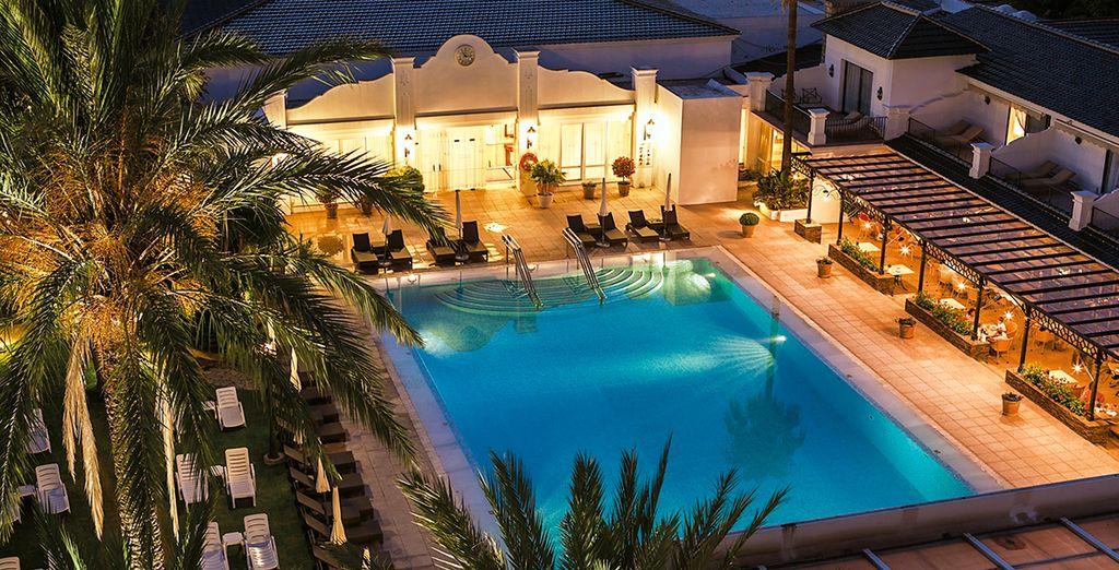 Fantástica piscina exterior donde refrescarse