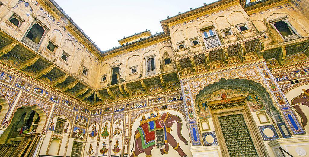 Visitará Mandawa con sus fachadas pintadas con motivos de la tradición rajasthaní