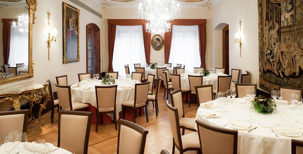El restaurante ofrece paltos clásicos de temporada basados en la cocina Navarra y Vasca