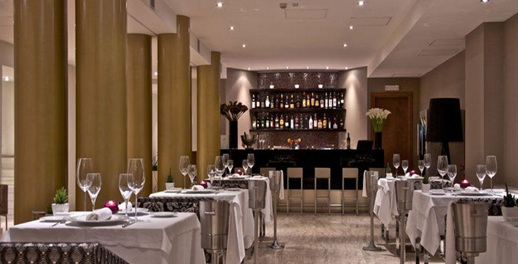 Deguste exquisitos platos en el Restaurante Adriano