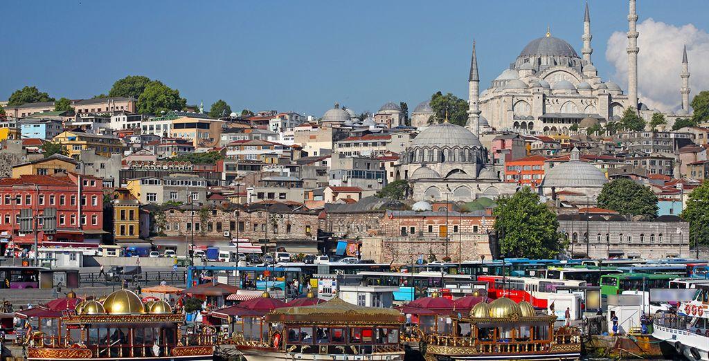 Las mezquitas, iglesias y sinagogas se encuentran en armonía por todos los rincones de la ciudad