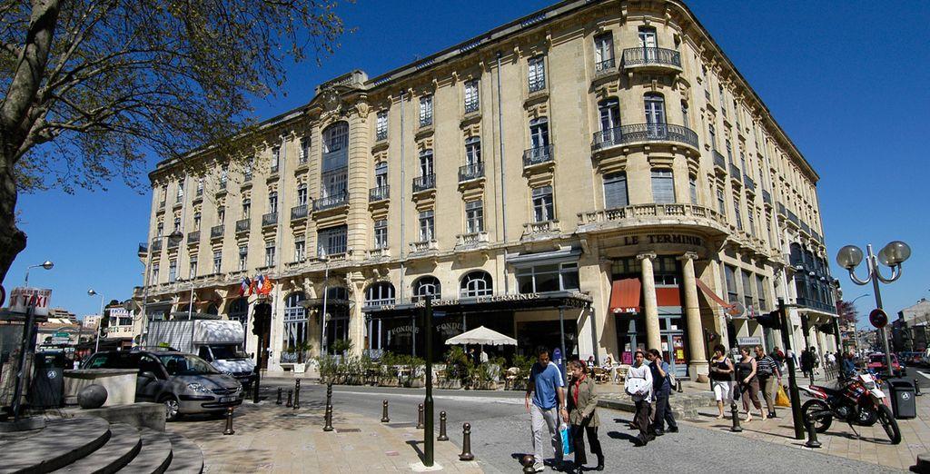 Hôtel du Soleil Le Terminus construido en 1913, es un hotel situado en el mismo corazón del Bastide Saint Louis