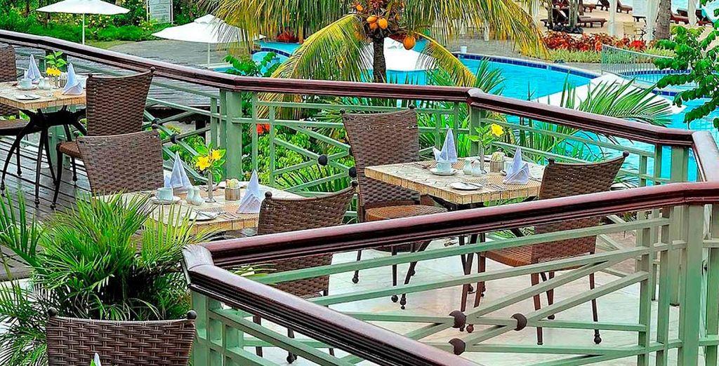 Empiece el día con un buen desayuno en la terraza