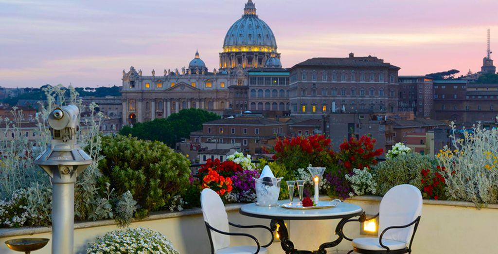Disfrute de las vistas a la impresionante basílica de San Pedro en el restaurante del hotel Atlante Star...