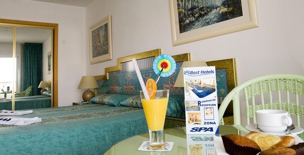 Disfrute de la comodidad de su habitación con vistas al mar