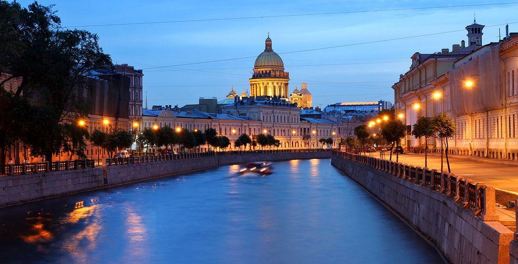 Tras un trayecto en tren, llegará a la bella ciudad de San Petersburgo