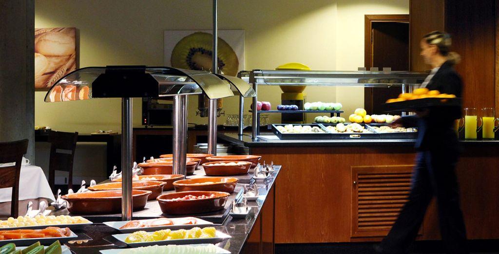 Disfrute del desayuno buffet por las mañanas
