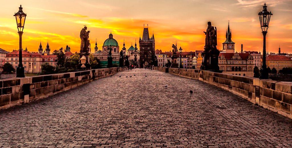 Disfrute de bellos atardeceres en la capital checa, Praga