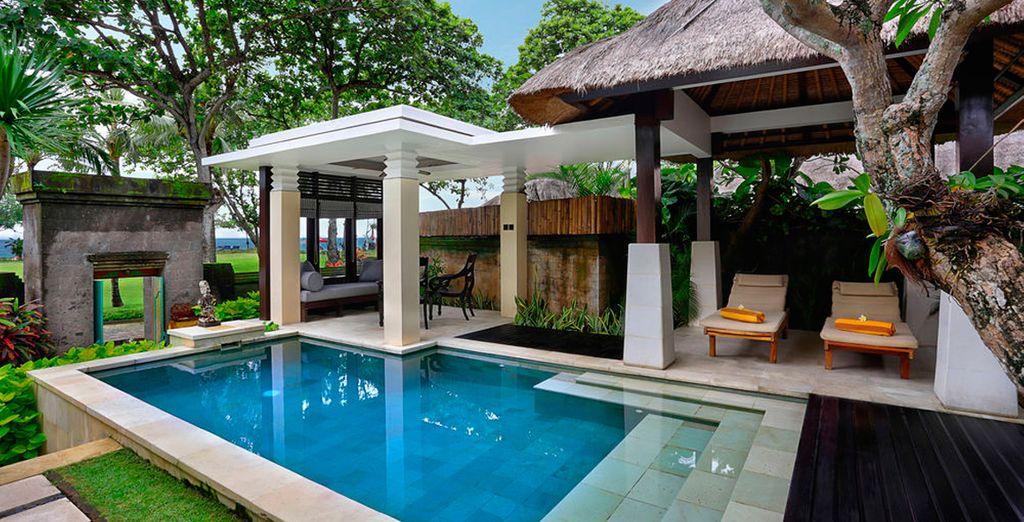 Refrésquese en su piscina privada del Hotel The Royal Beach Seminyak Bali