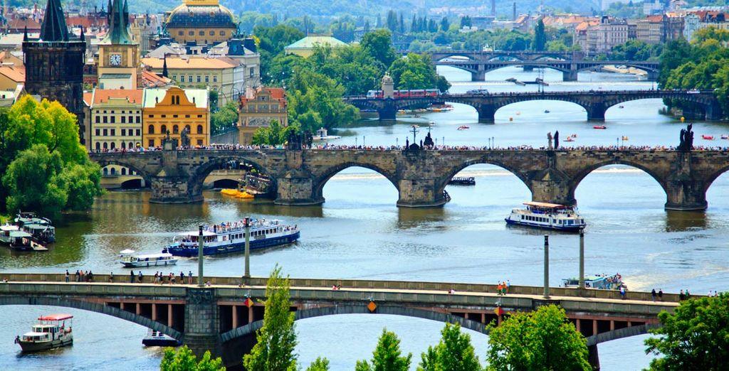 Disfrutará de un crucero por el río Vlatava