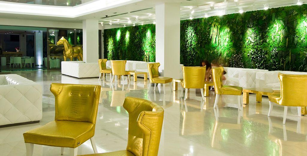 Descanse en el maravilloso lobby