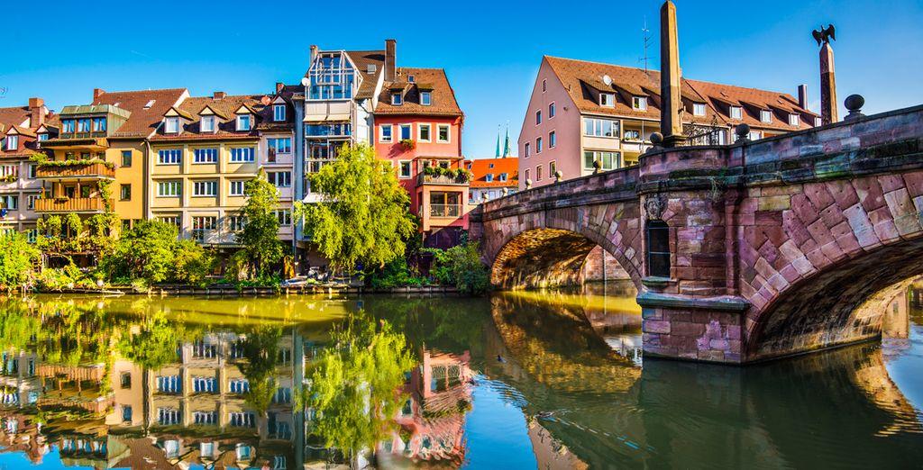 Vista relámpago a la cosmopolita y moderna ciudad de Núremberg