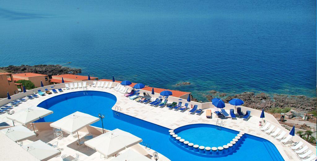 Goza de unas vistas privilegiadas mientras te bañas en la piscina