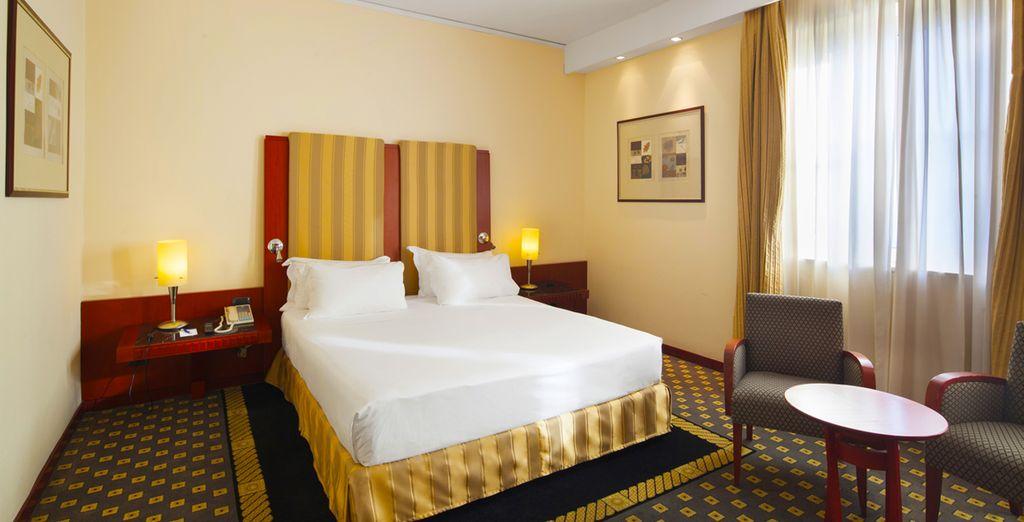 Hotel NH Ambassador 4*, Nápoles