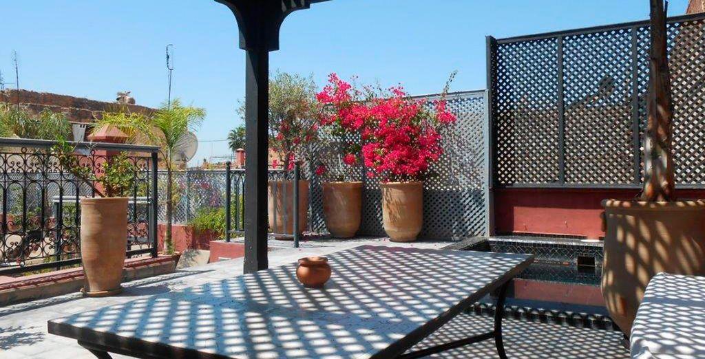 Una casa de huéspedes al estilo marroquí moderna y sofisticada