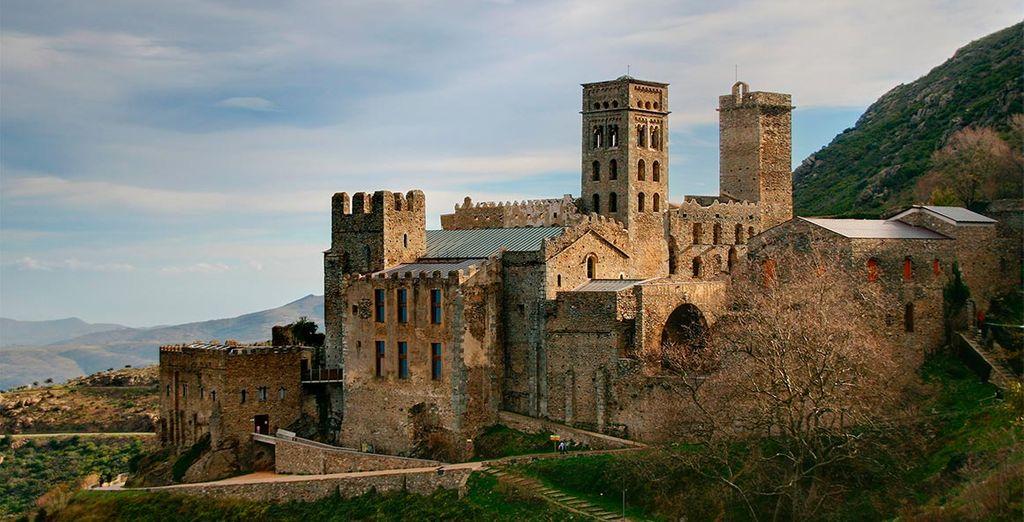 El monasterio benedictino de San Pedro de Roda, muy cercano al entorno del hotel