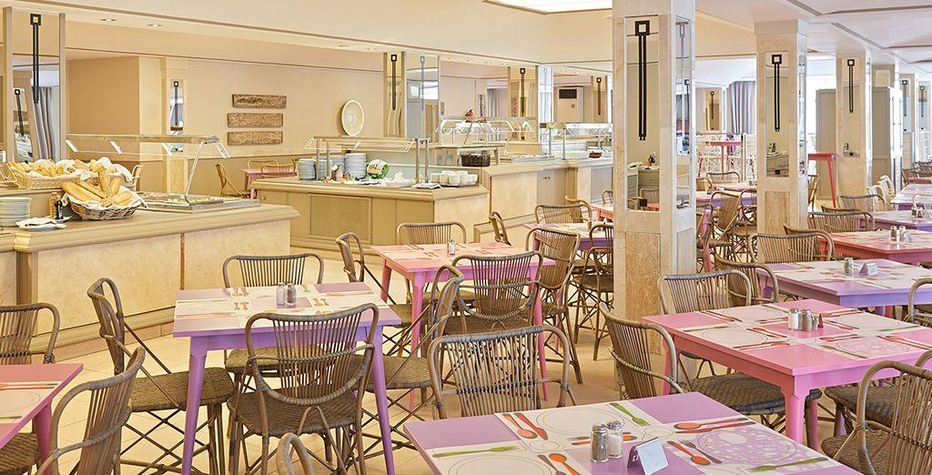 Degusta la gastronomía mediterránea en su restaurante buffet
