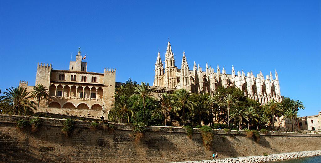Visita sus monumentos y edificios históricos