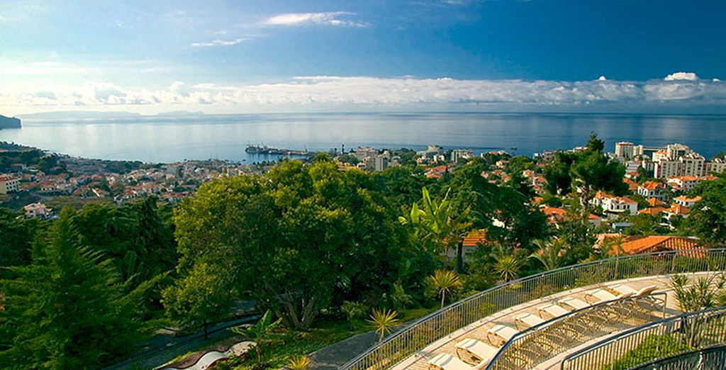 Extraordinarias vistas de las montañas, del mar y del centro de la ciudad de Funchal