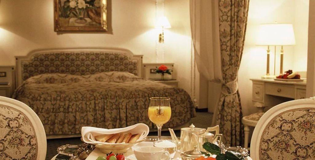 Disfruta de tu confortable habitación con todo lujo de detalles