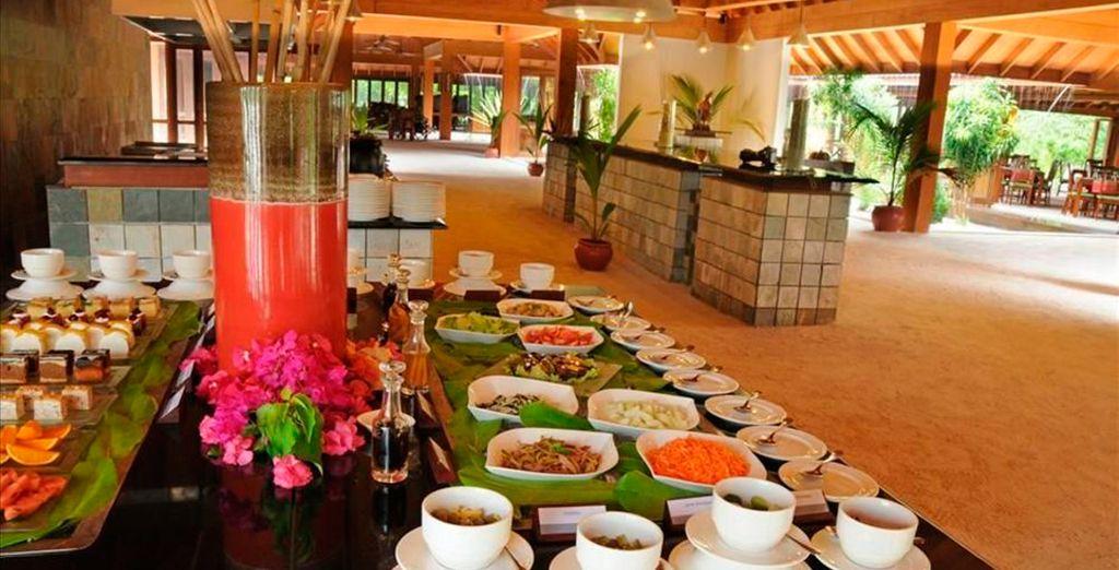 Degusta tanto gastronomía internacional como local en uno de sus mejores restaurantes