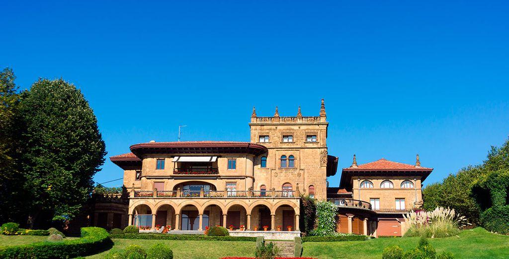 Bellos palacios en la cercana localidad de Getxo
