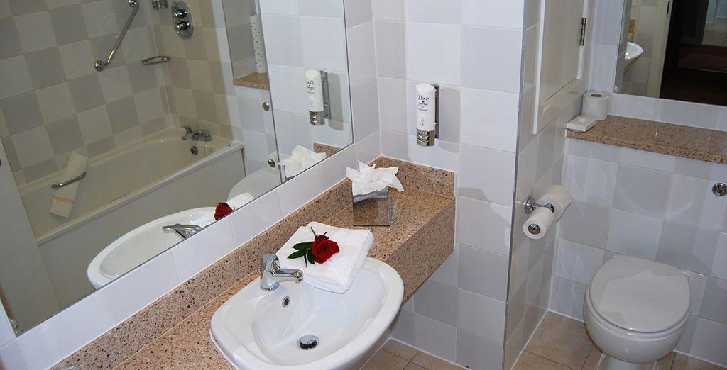 Un baño completo para una estancia perfecta