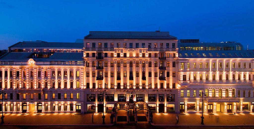 Te alojarás en el hotel Corinthia Hotel St. Petersburg 5*