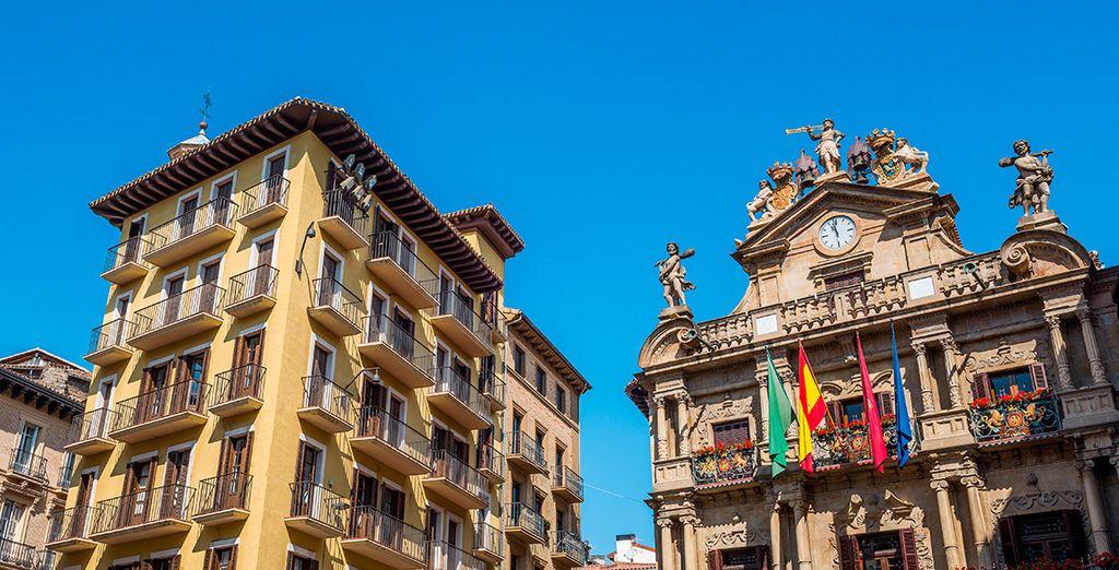 La pequeña y bonita plaza del Ayuntamiento