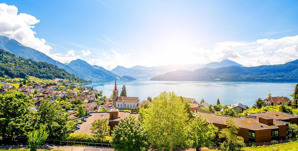 Lucerna, rodeada por el lago de los Cuatro Cantones y majestuosos picos