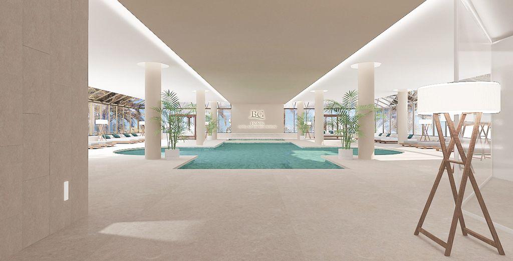Y piscinas tanto exteriores como interiores