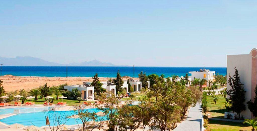 Te alojarás en el Sovereign Beach Hotel 4*