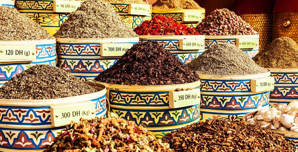 Sumérgete en sus mercados de aroma y color y deja que tus sentidos despierten