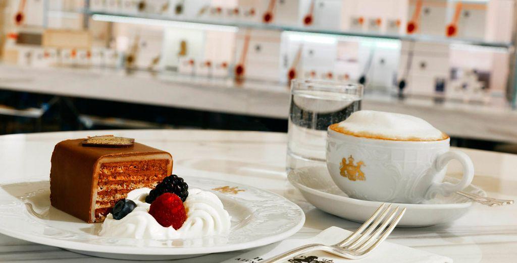 Disfruta del pastel imperial de bienvenida, especialidad del hotel, que degustarás a tu llegada