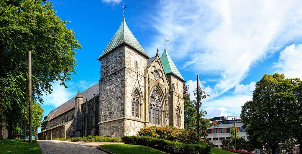 Observa la belleza de su antigua arquitectura, como el Domkirke