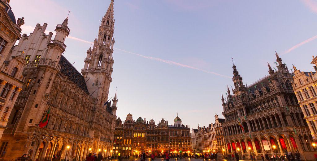 Visita la Grand Place, uno de los puntos más emblemáticos de la ciudad